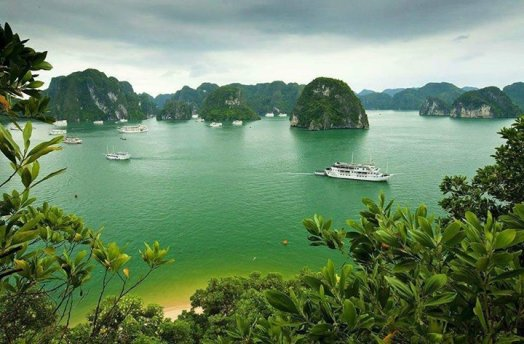 Beautiful Islands with Boat